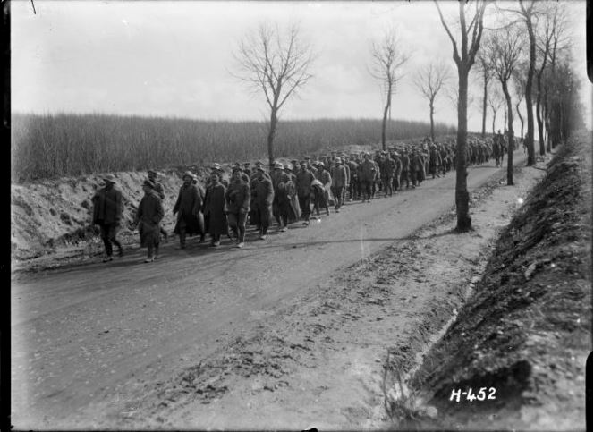 1-2 013072-G Column of German prisoners captured by NZers, 31 March 1918