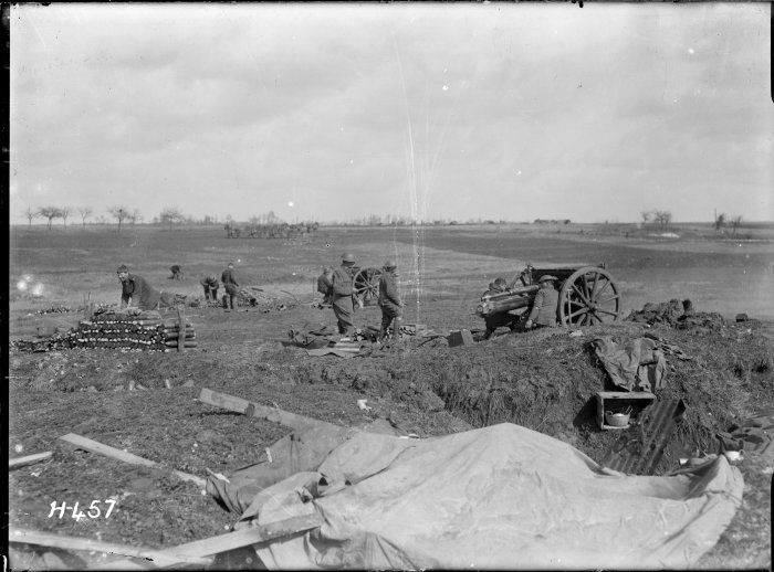 nlnzimage 1-2 013077-G New Zealand battery in action on the Somme, 1 April 1918