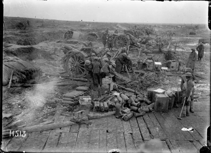 1-2-013131-G New Zealand howitzer batteries in action at Spice Farm, 13 April 1918
