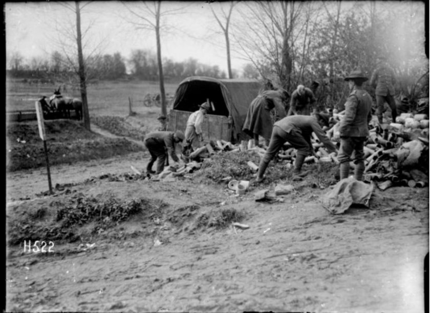 1-2 013140-G NZ soldiers gathering shellcases, Bus-les-Artois 20 April 1918