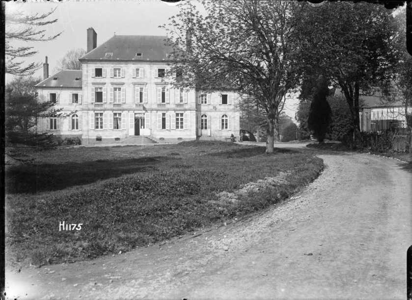 nlnzimage 1-2 013723-G NZ Divisional Headquarters in Louvencourt, 30 April 1918