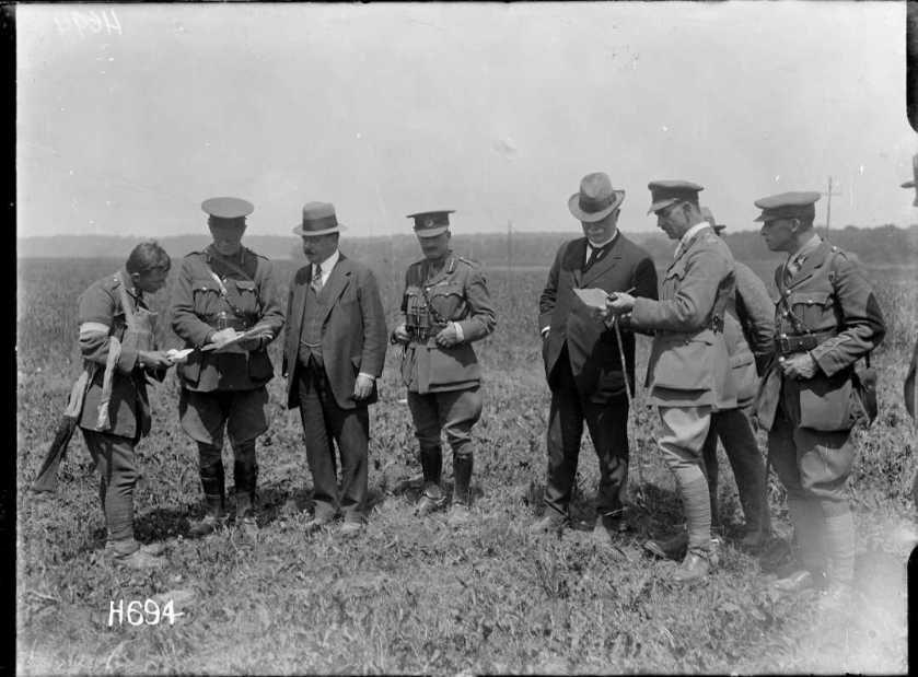 nlnzimage 1-2 013298-G Massey & Ward reading message at exercise, 1 Jul 1918