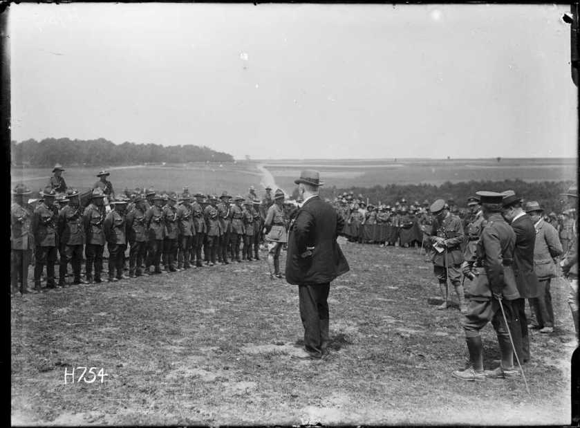 nlnzimage 1-2 013355-G Massey addressing NZ Artillery at Louvencourt, 2 Jul 1918