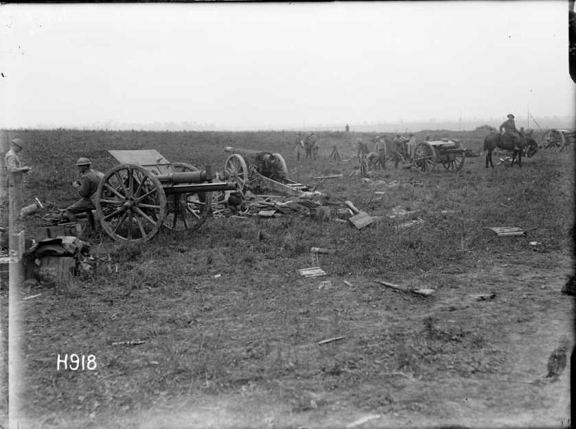 nlnzimage 1-2 013494-G Captured German artillery, Grevillers, 24 Aug 1918