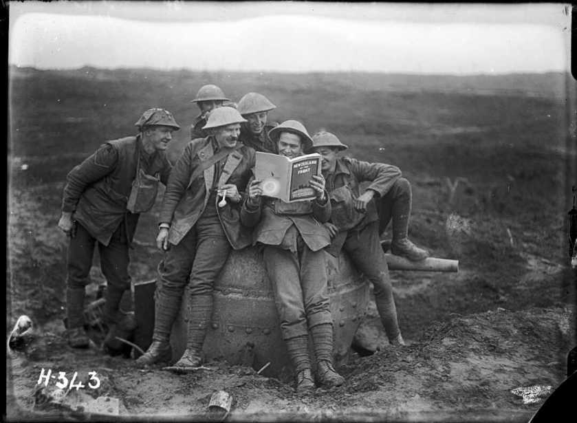 nlnzimage 1-2 012980-g nz solders reading nz at the front, 20 nov 1917