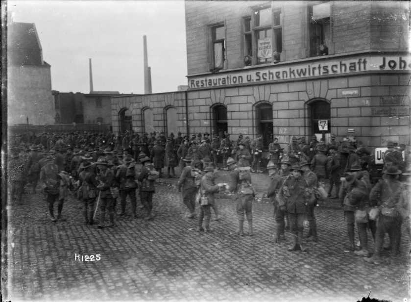 nlnzimage 1-2 013772-G NZ soldiers outside YMCA, Dec 1918